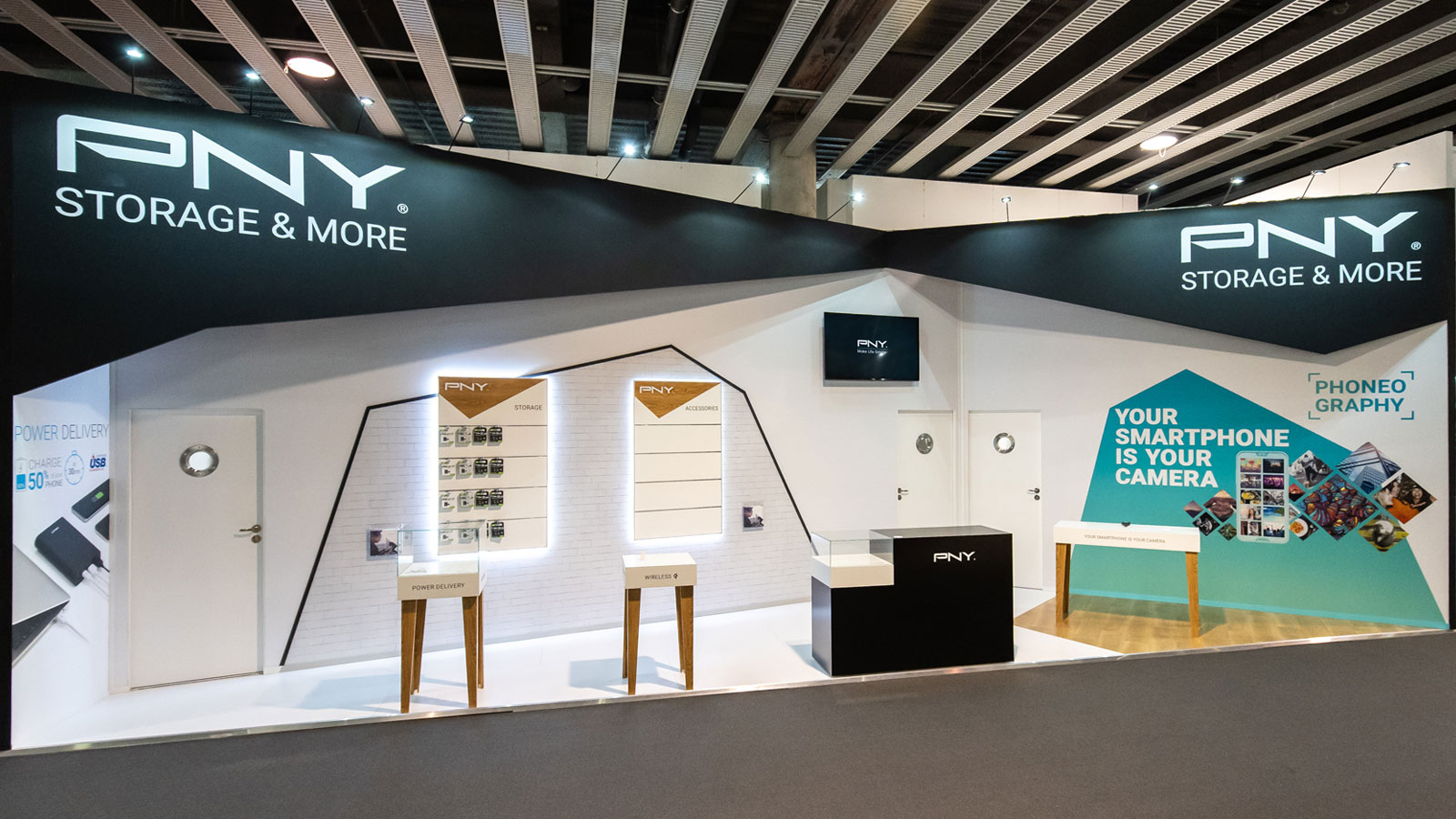Stand-Design-PNY-MWC-Products-Diagonal