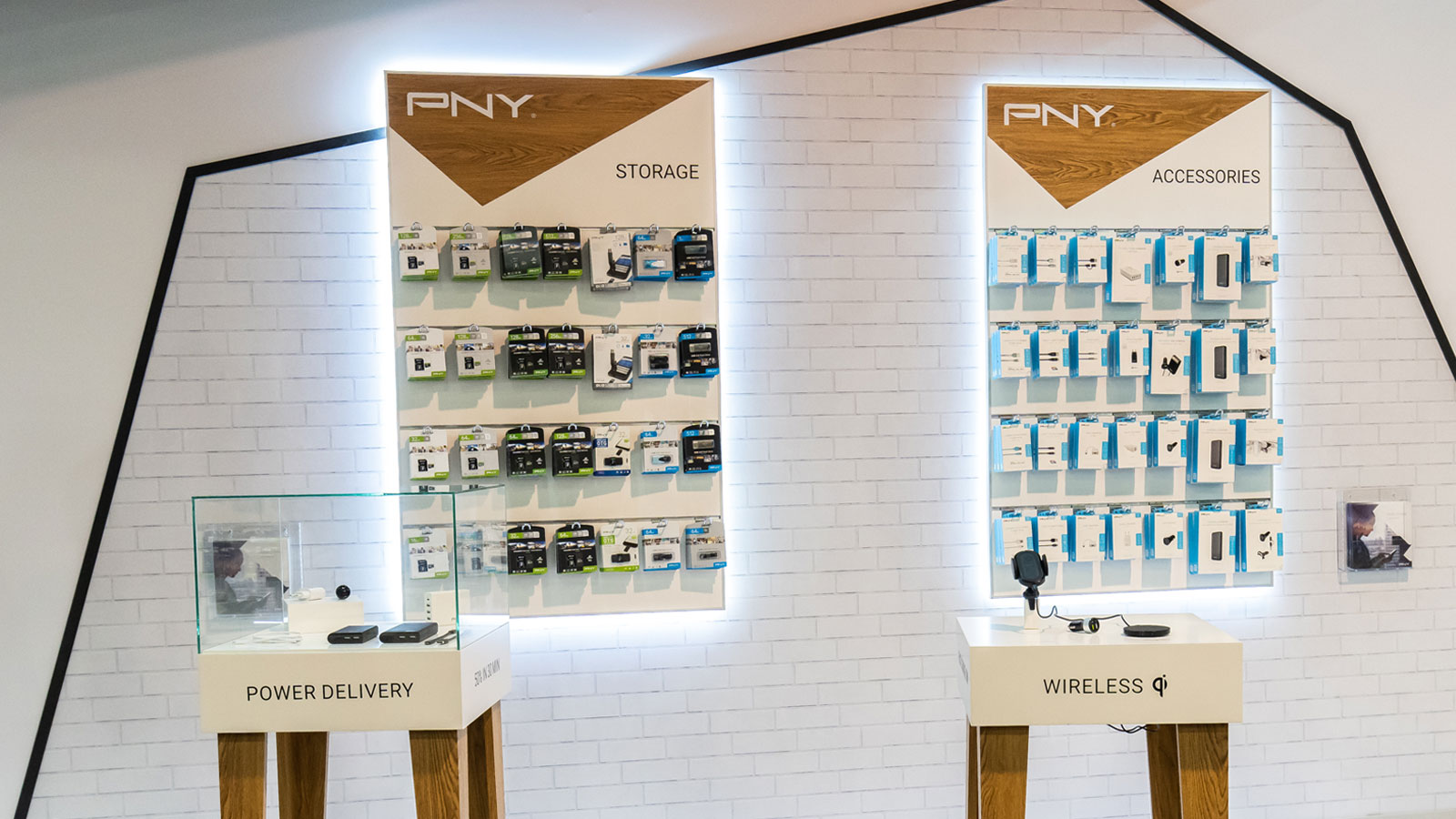 Stand-Design-PNY-MWC-Products-Displays