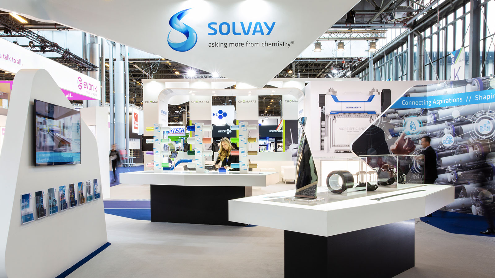 Stand-Design-Solvay-JEC-Product-Display-Backlit