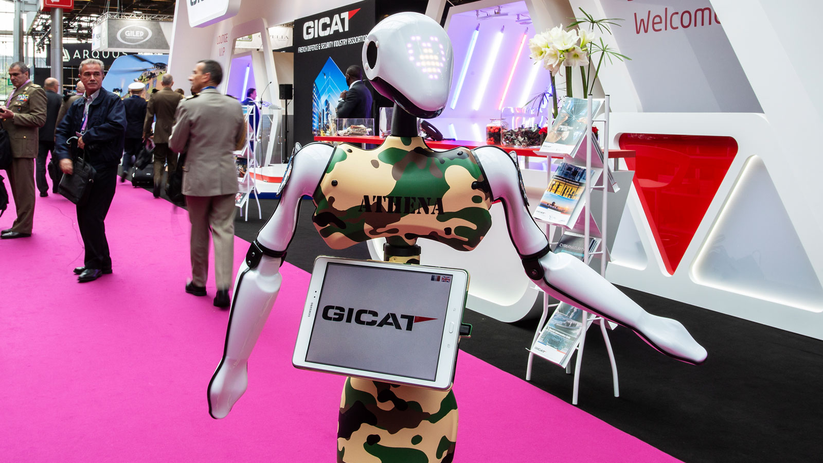 Stand-Gicat-Eurosatory-Marketing-Welcoming-Robot