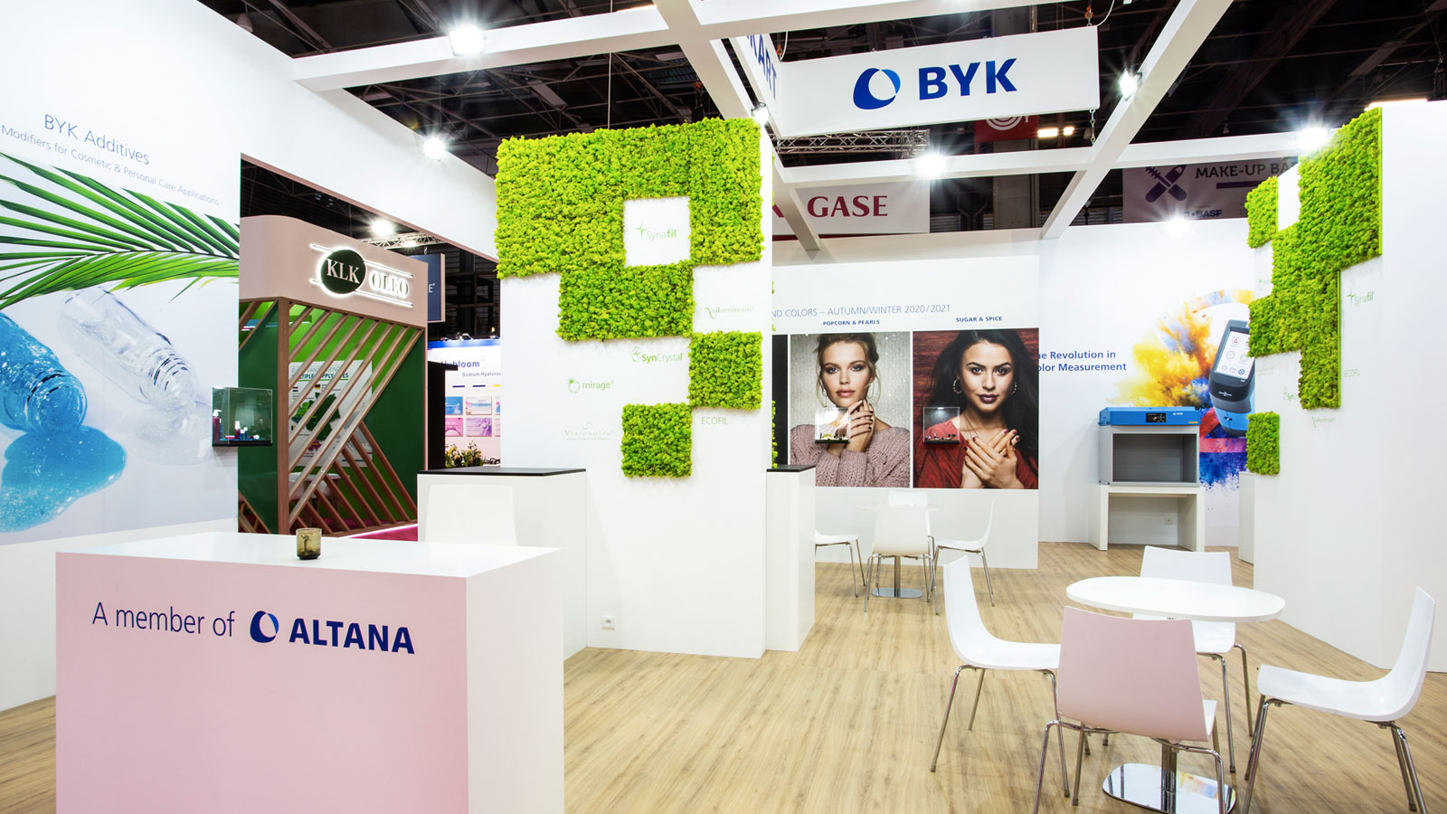Stand-Design-Eckart-Incosmetics-naturel-moss