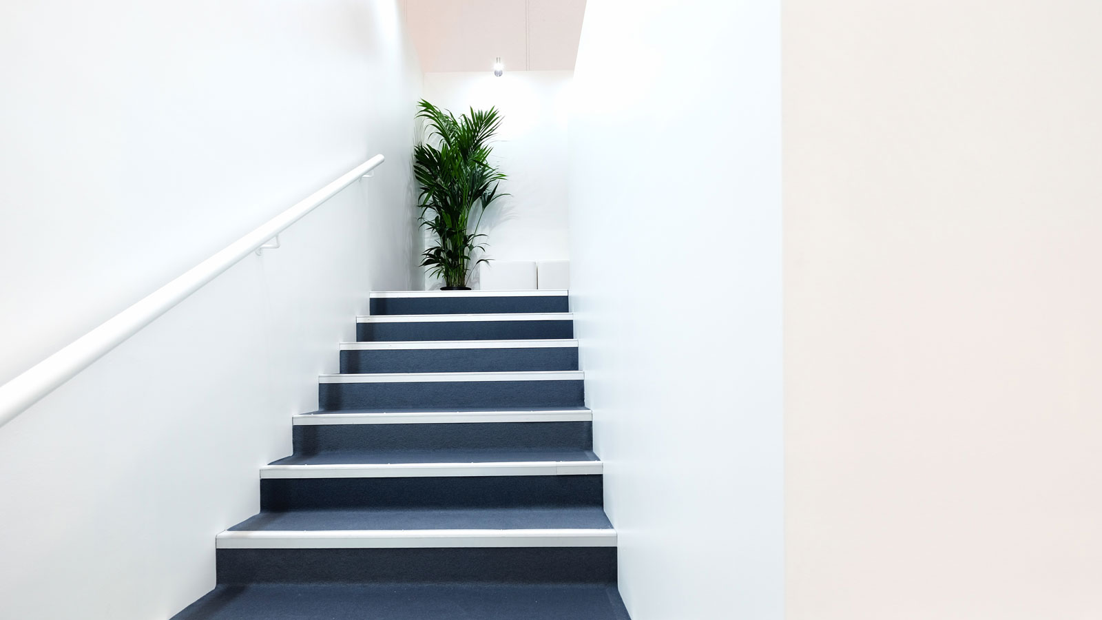 Stand-Design-Actia-Busworld-Stairs
